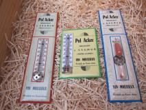 """Twee Wijnthermometers """"Pol Acker"""" en één Reclamebordje met zandloper"""